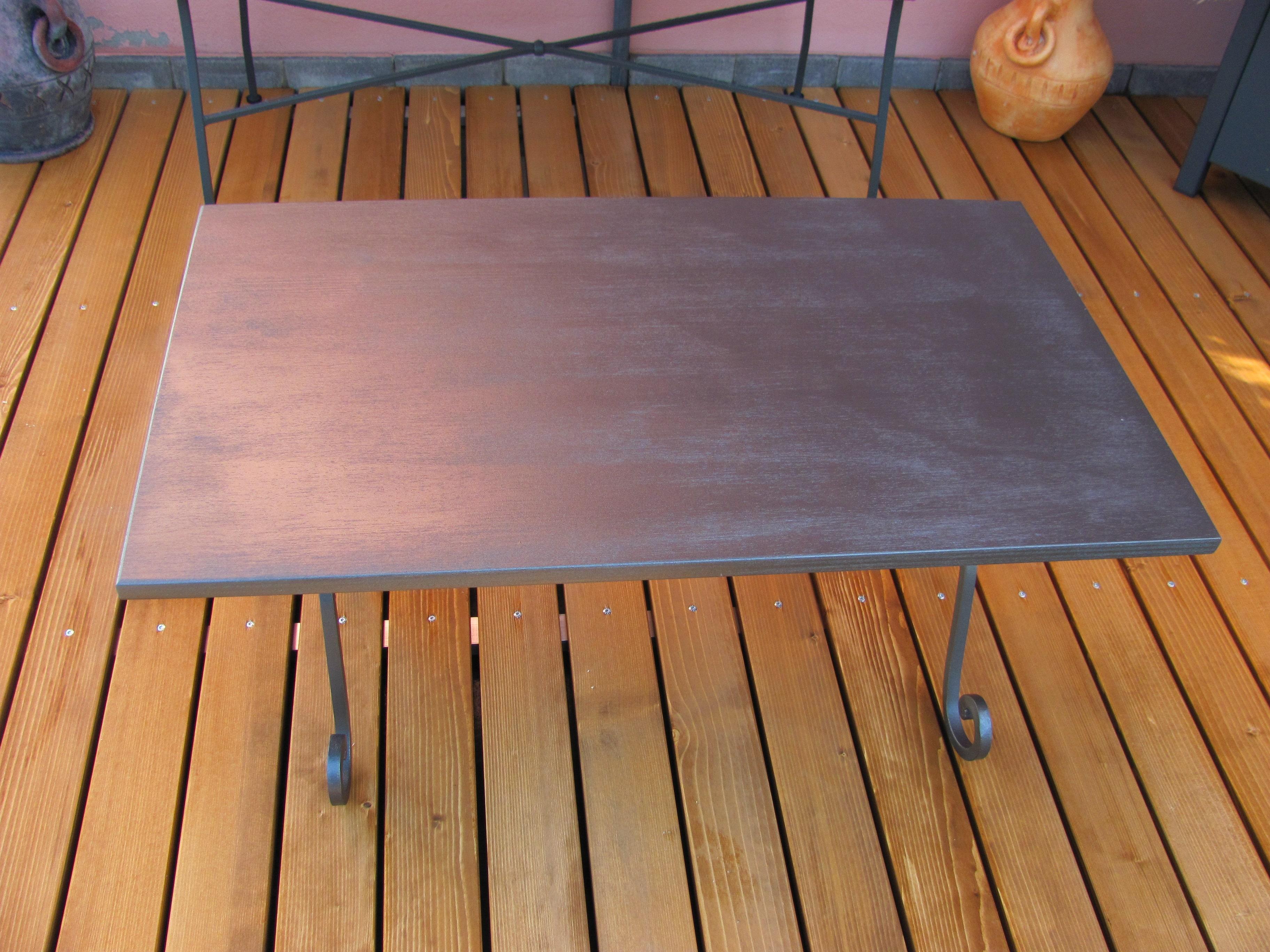 Pavimento per esterno in legno massello abete verniciato e arredi da giardino