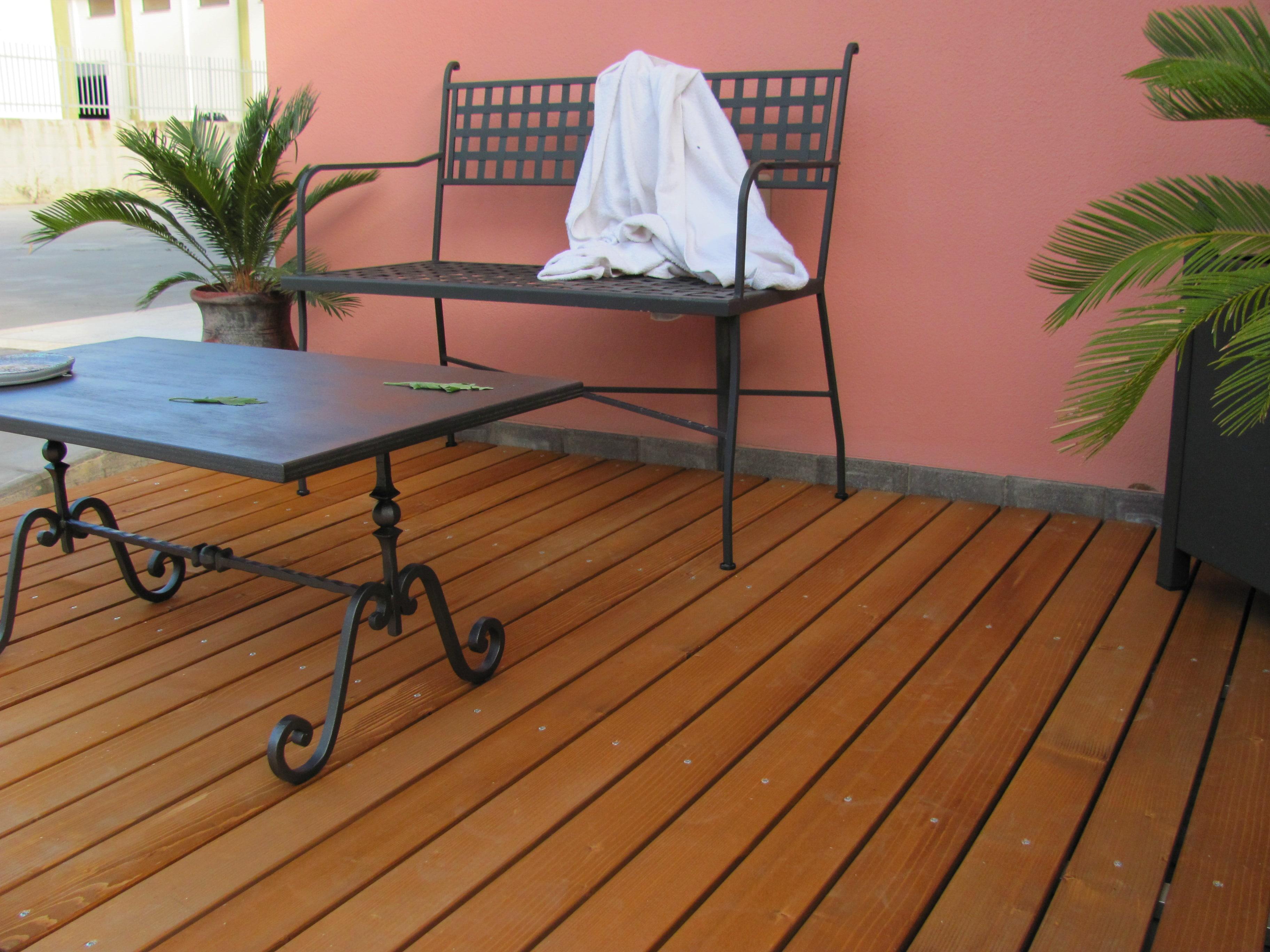 Pavimento per esterno in legno massello abete verniciato