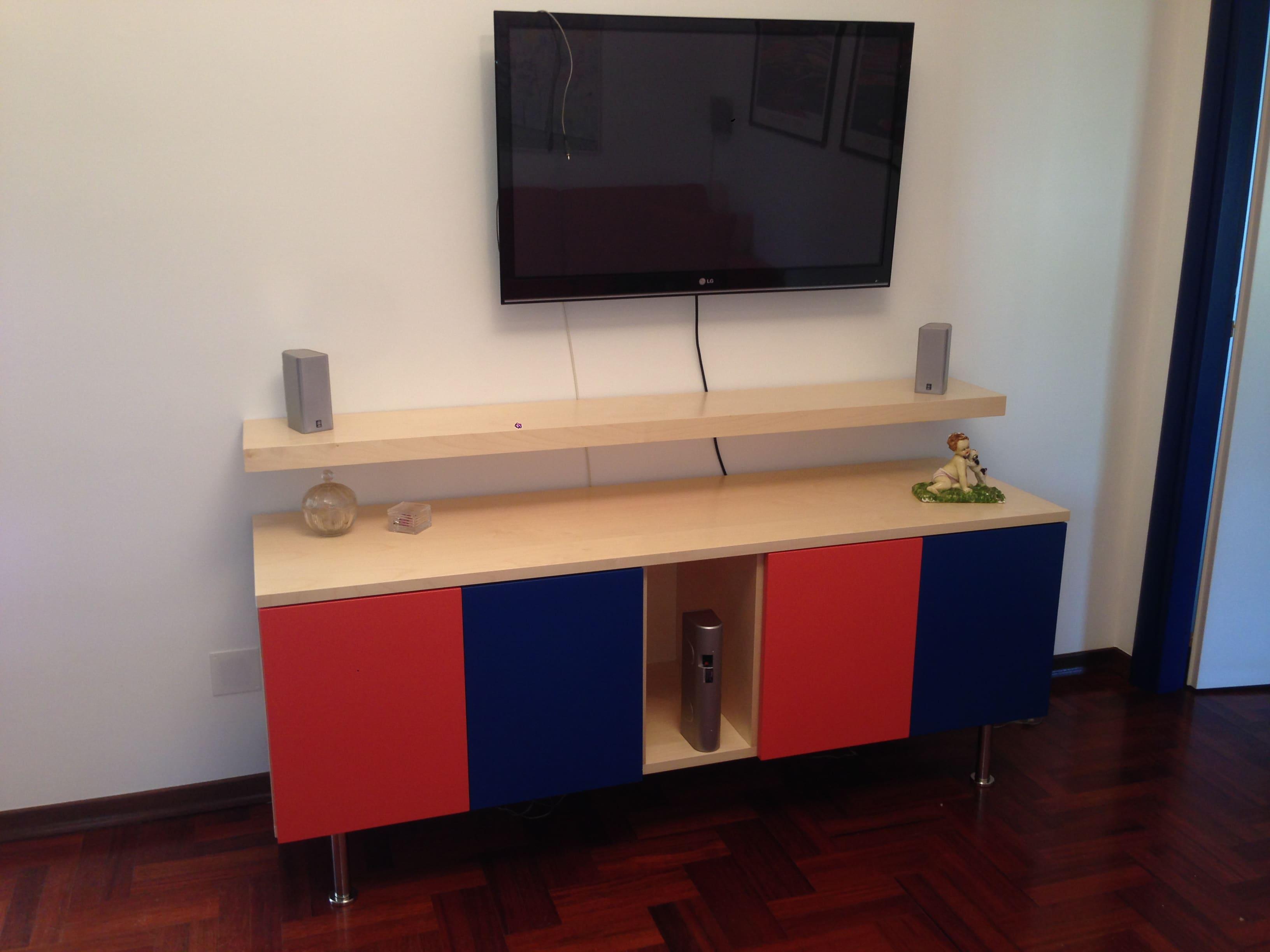 Mobile base in legno listellare verniciato con mensola
