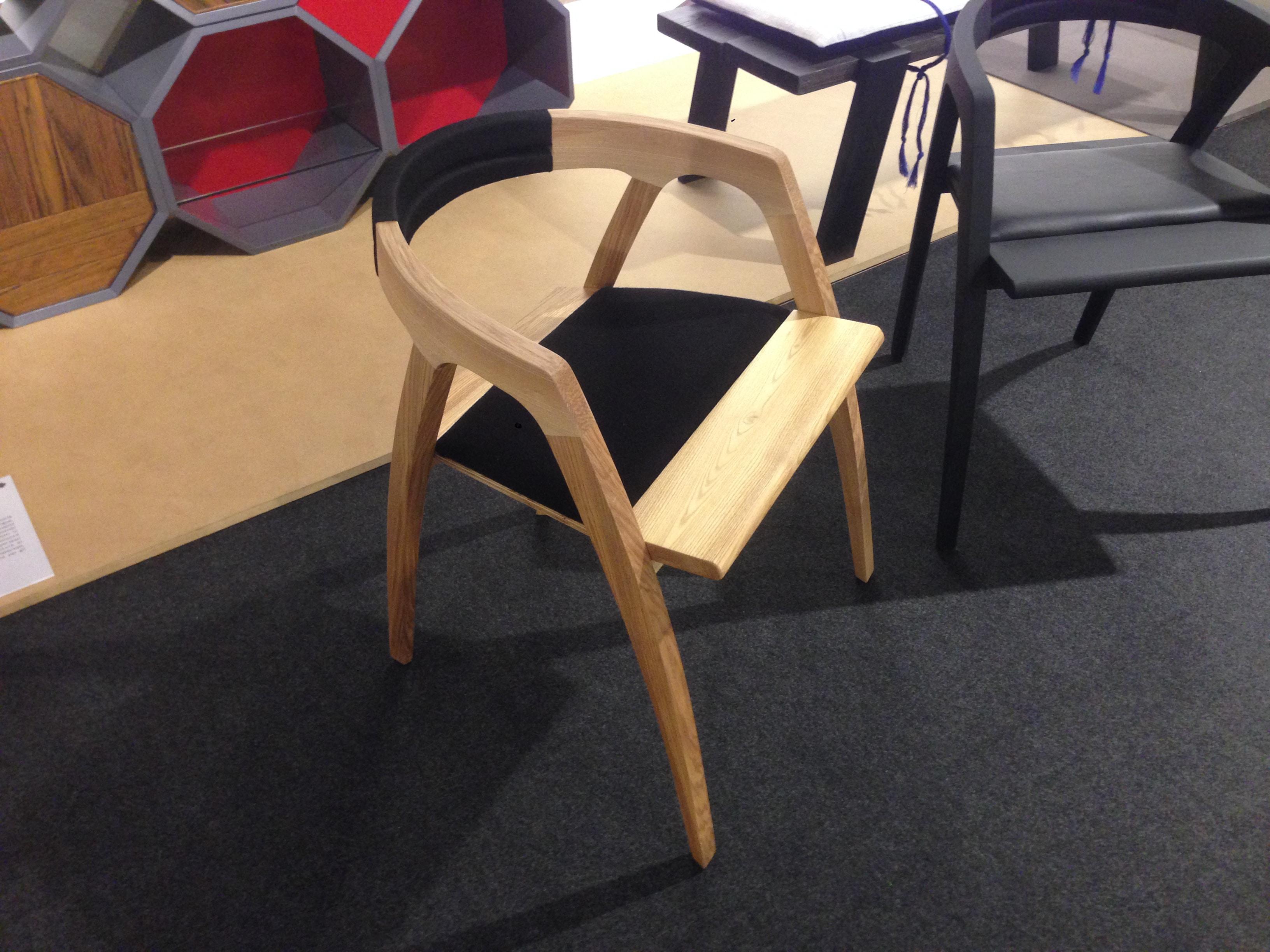 Sedia in legno curvato frassino con verniciatura al naturale. Progetto: architetto Roberto Virdis