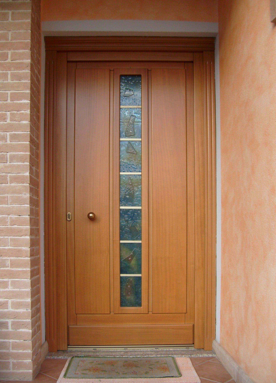 Portoncino ingresso abitazione in legno massello verniciato