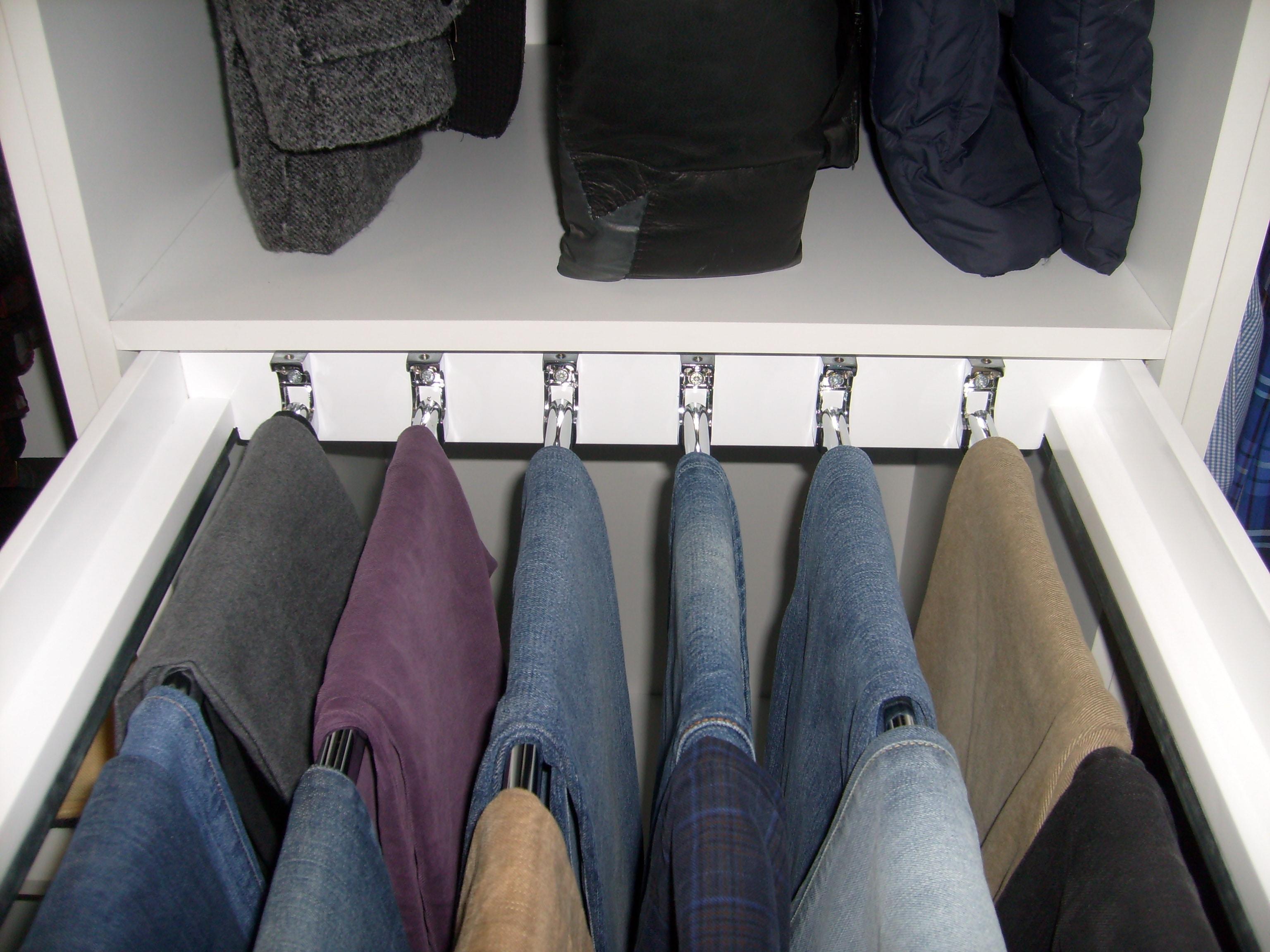 Interno armadio con carrello porta pantaloni