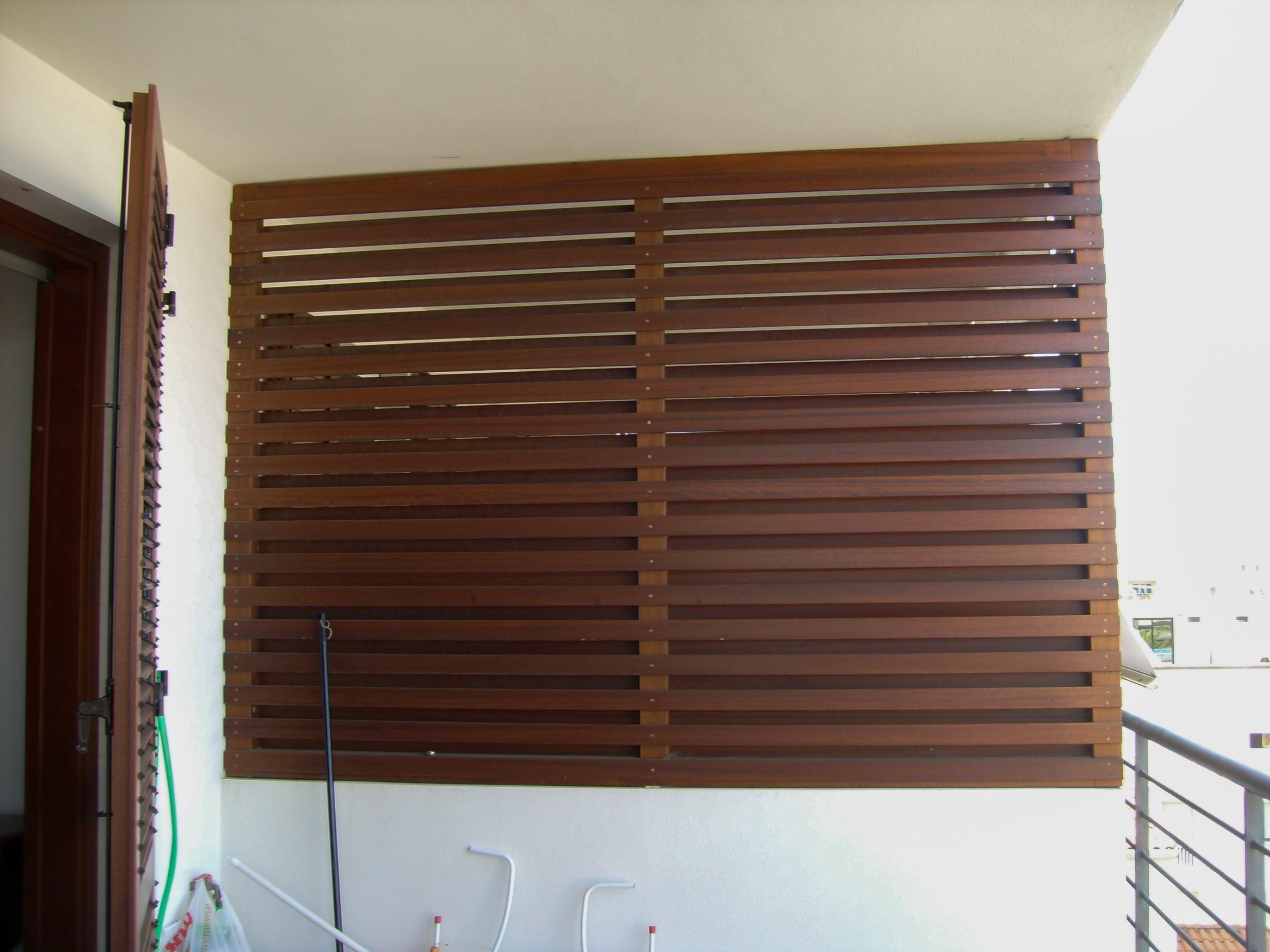 Divisorio per balcone in legno massello verniciato
