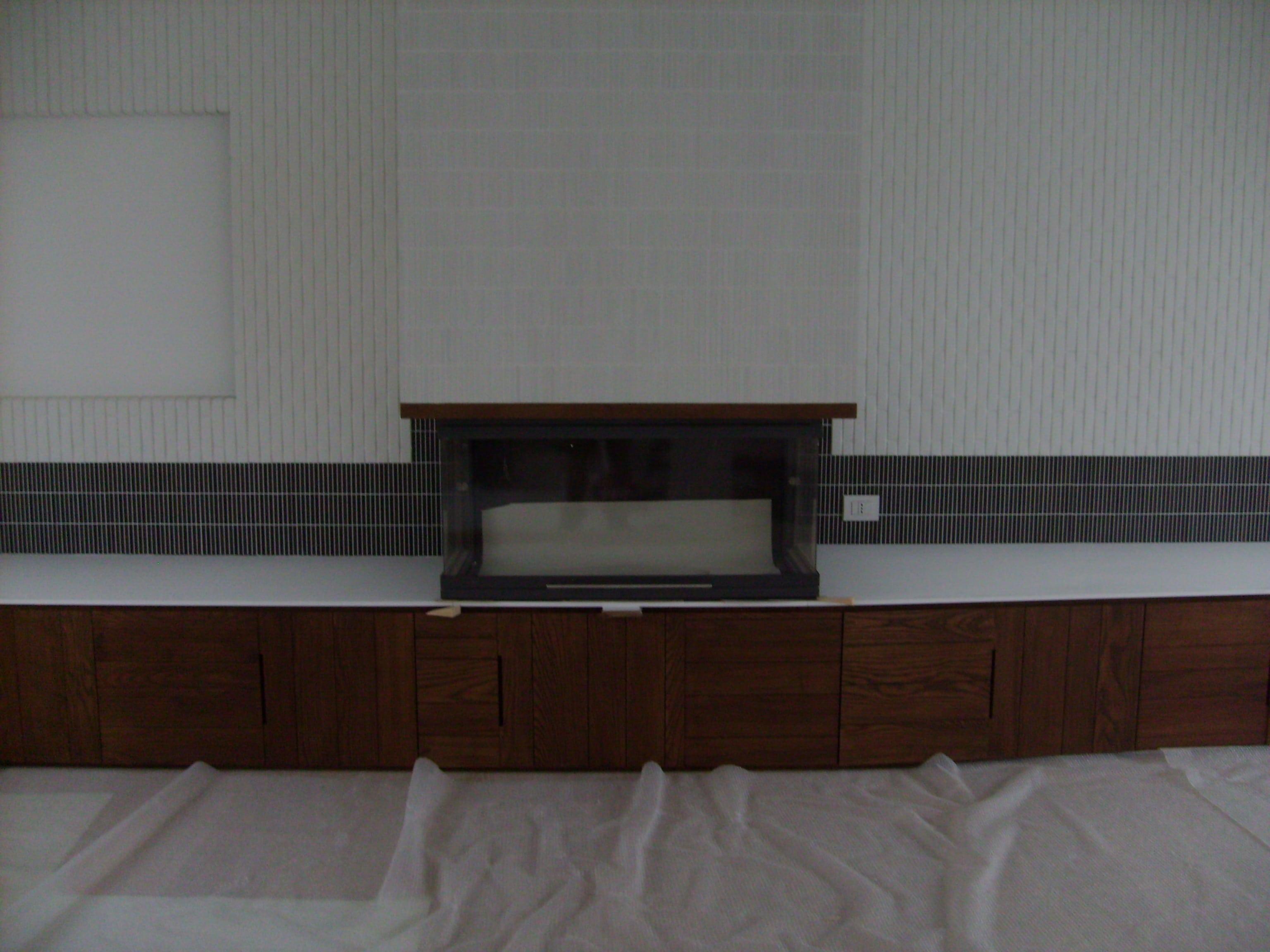 Mobile base con cassettoni e top in corian. Progetto: architetto Roberto Virdis