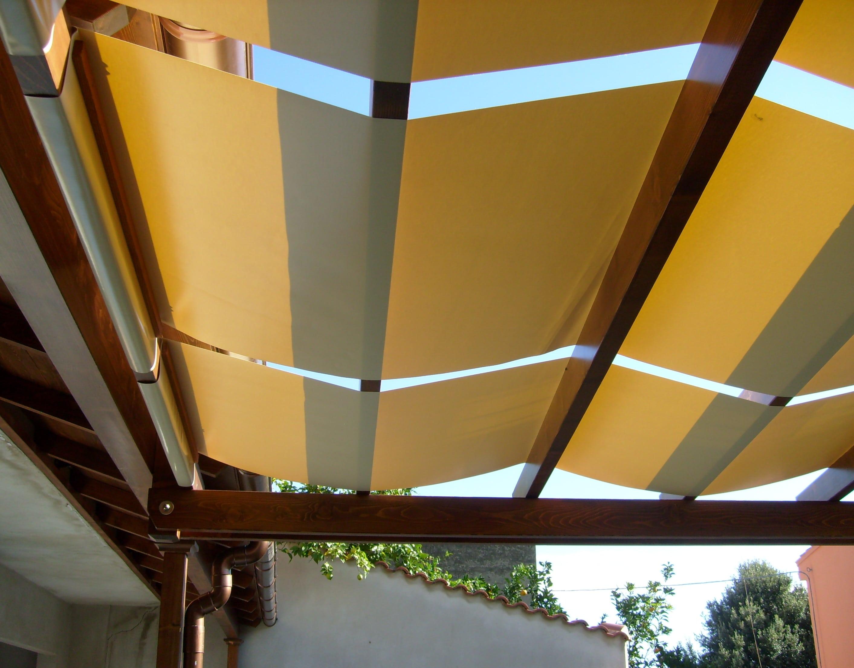 Pergola in legno lamellare abete con teli in PVC