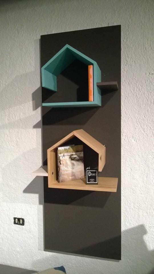 Casette porta libri in legno verniciato. Progetto: architetto Roberto Virdis