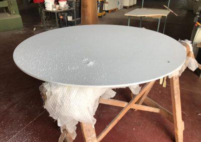 Lavorazione corian per tavolo rotondo
