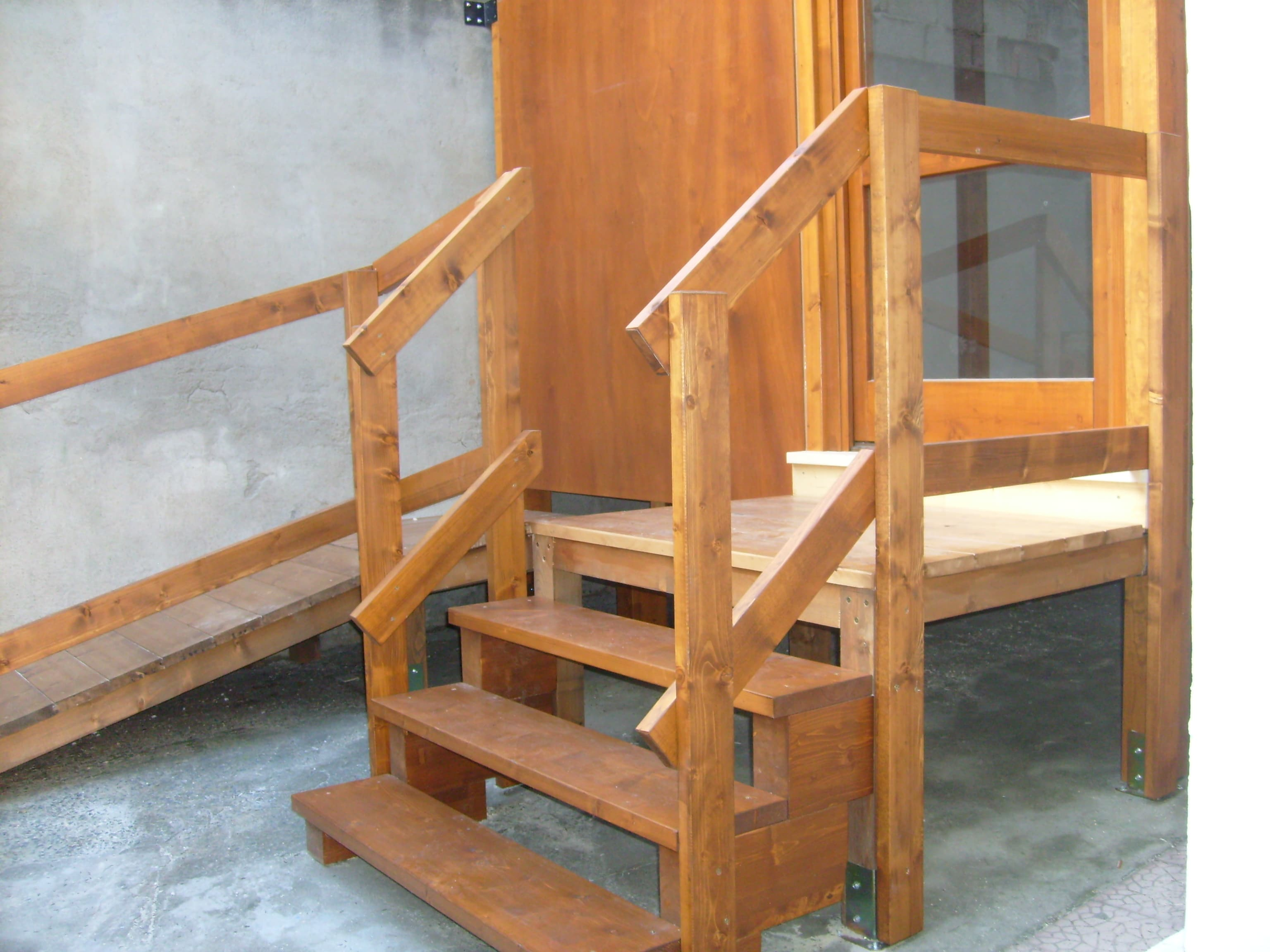 Box indipendente per esterno in legno lamellare abete verniciato