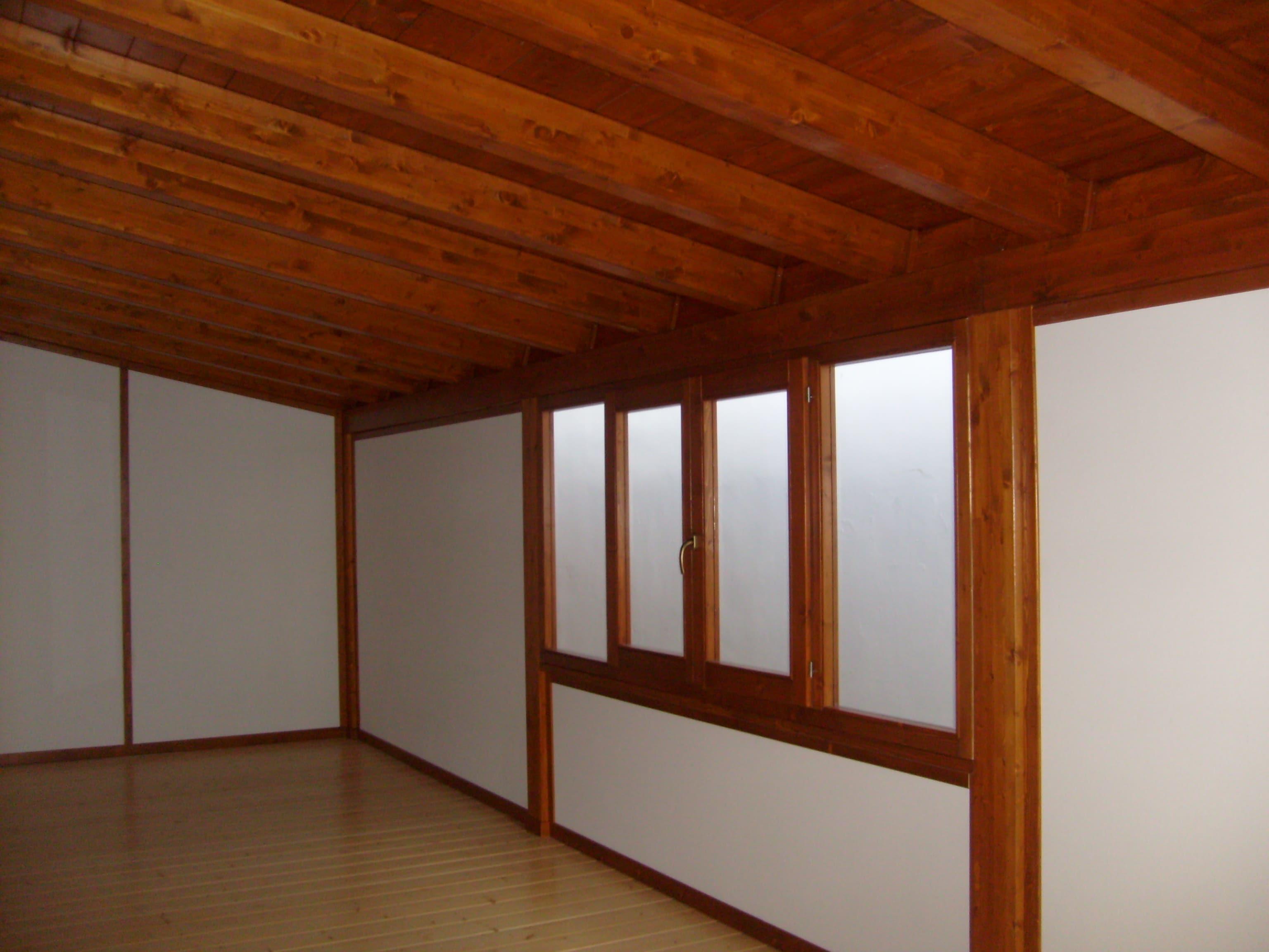 Interno box indipendente per esterno in legno lamellare abete verniciato