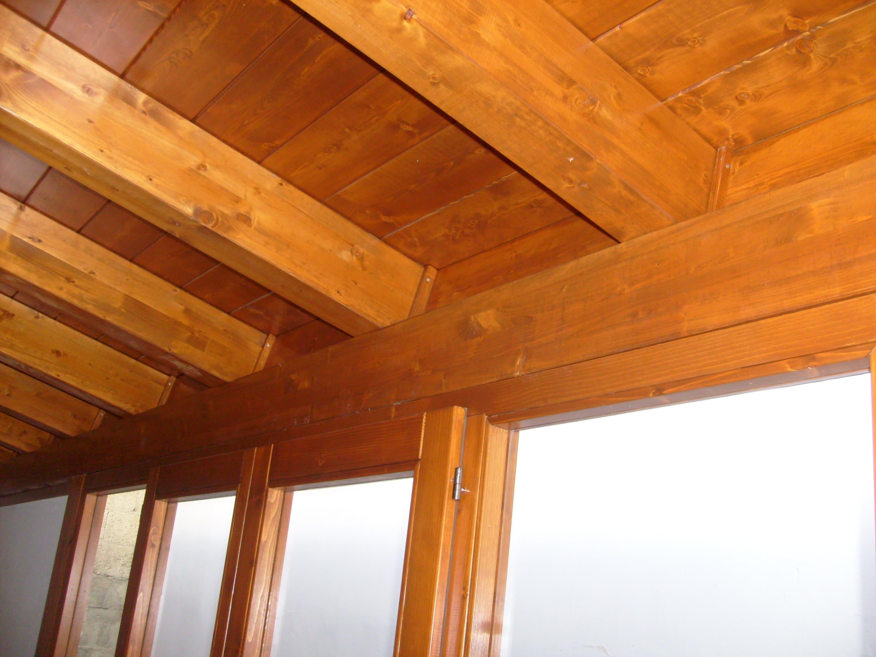Dettaglio box indipendente per esterno in legno lamellare abete verniciato