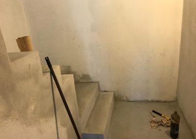 Posa con incollaggio rivestimento scala con gradini in legno