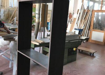 Realizzazione libreria su misura in legno listellre nobilitato