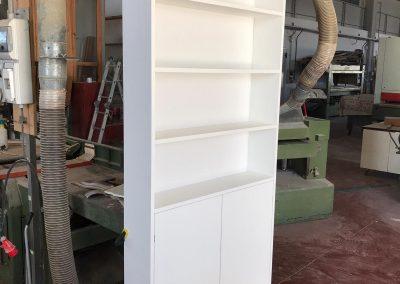 Mobiletto su misura per coprire una centralina impianti idraulici (legno listellare nobilitato)
