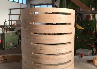 Fase di lavorazione schienale sedia curva (designer: Roberto Virdis)